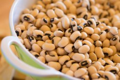 Uncooked dried black-eyed peas