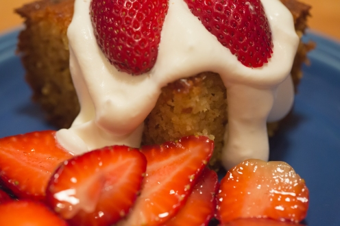 Cornbread with strawberries and whipped cream