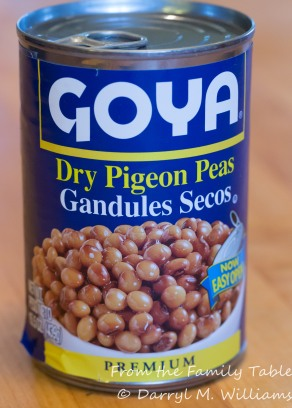 Canned pink pigeon peas (gandules)