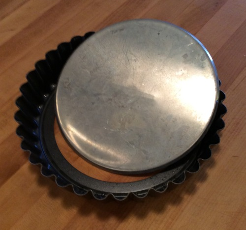 Tart and quiche pan with removable bottom